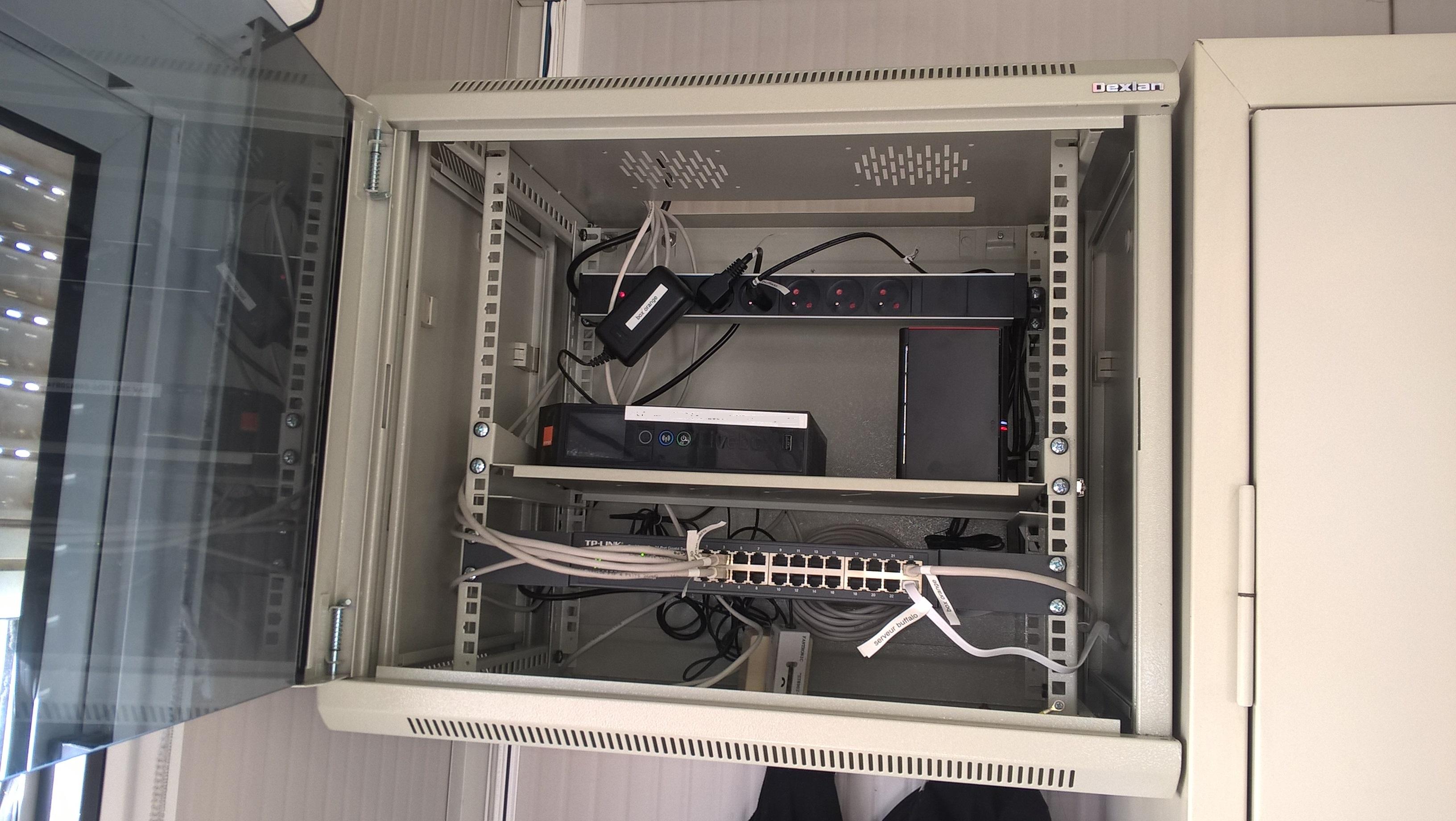 installation d 39 ordinateur fixe et portable domicile bos informatique. Black Bedroom Furniture Sets. Home Design Ideas