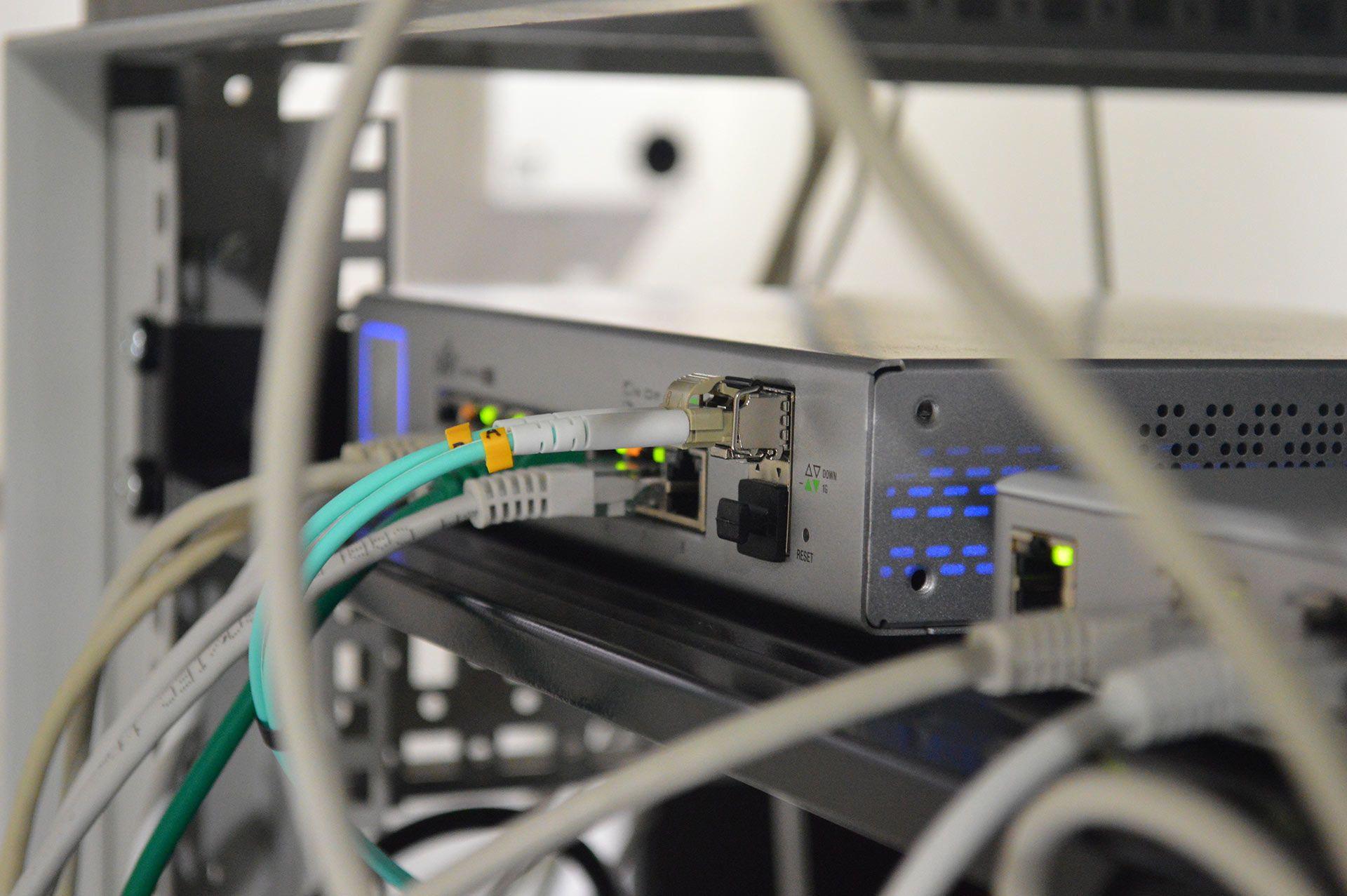 Bos Informatique paramètre les réseaux internet haut débit à Fos sur mer